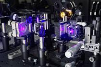 Jednotlivé fotony jsou generovány prostřednictvím nelineárních optických jevů