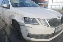 Octavie s unaveným řidičem šněrovala dálnici D35 u Olomouce, 24. února 2021