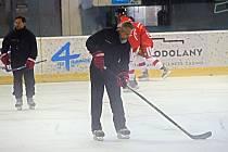 První trénink hokejistů Olomouce na ledě v letní přípravě.