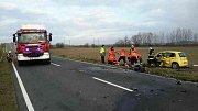 Následky tragické nehody mezi Chomoutovem a Pňovicemi.