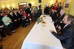 Prezident Zeman v Hradčanech na Přerovsku - vpravo starosta Ondrej Koliba