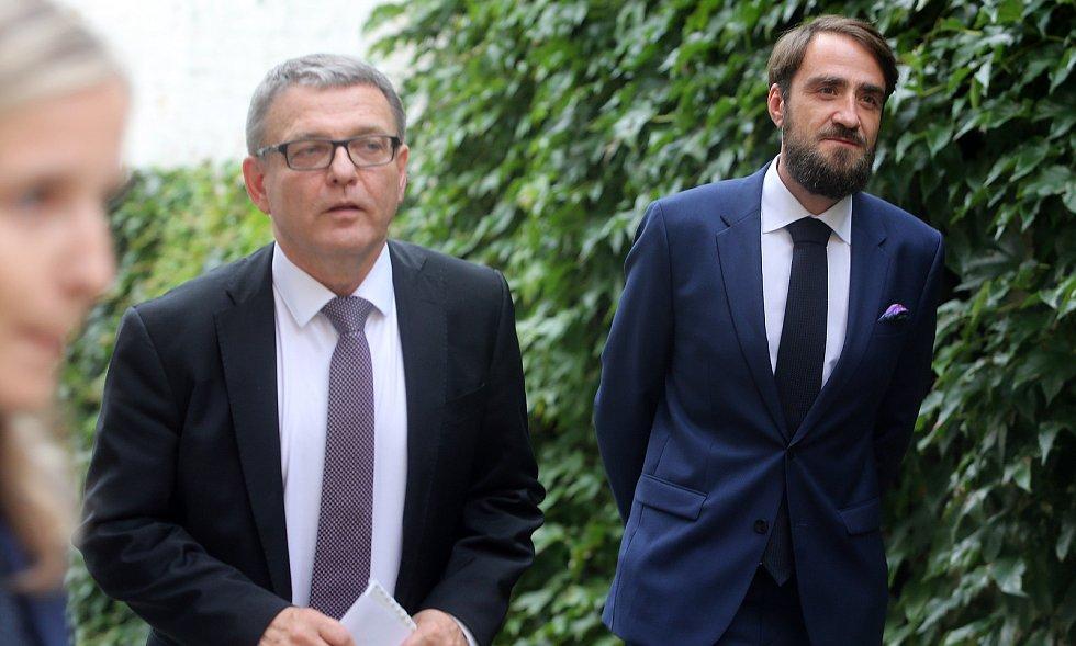 Ministr Lubomír Zaorálek v Olomouci - vpravo nový ředitel Muzea umění Olomouc Ondřej Soukup