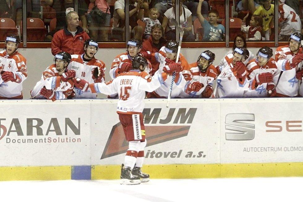 Olomoučtí hokejisté porazili na svém ledě Pardubice 2:1