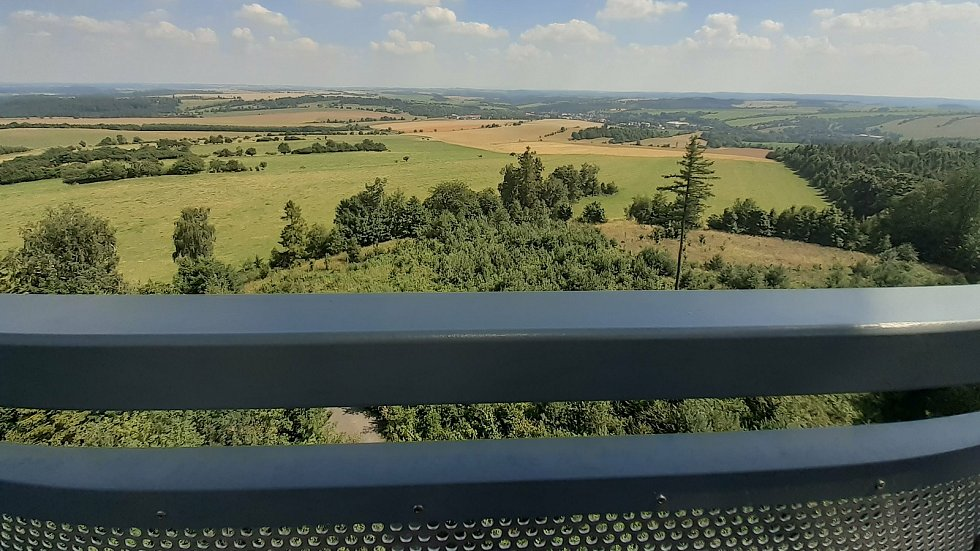 Výhled z rozhledny Halaška u Budišova nad Budišovkou, červenec 2021
