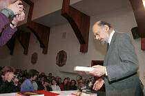 Americký básník Allen Ginsberg na olomoucké univerzitě v roce 1993