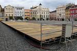 Stavba kluziště na Dolním náměstí v Olomouci. 29. října 2019