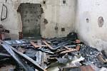 Plameny pohltily bývalý muniční sklad ve Šternberku, který užívali bezdomovci.