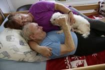 Snímky Jindřicha Štreita citlivě dokumentují domácí hospicovou péči.