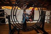 Děti v Pevnosti poznání v Olomouci - gyroskop, skoro jako v NASA