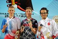 Olomoučan Filip Látal (vlevo) získal na MS juniorů v ploutvovém plavání stříbrnou medaili.