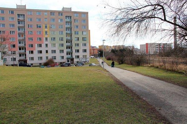 Olomoucká radnice plánuje zprůjezdnění prostoru mezi ulicemi Heyrovského a Janského, tedy místě, kde dnes vede chodník pro pěší a cyklisty