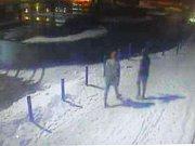 Policisté hledají dvojici na videu. Můžou to být svědci přepadení v uničovských ulicích
