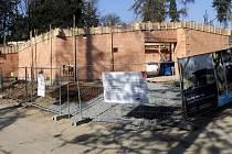 Stavba afrického pavilonu v Zoo Olomouc. Konec března 2017