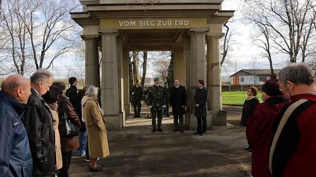 Den válečných veteránů na historickém vojenském hřbitově v Olomouci-Černovíře
