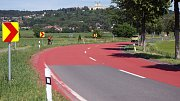 Nový, bezpečnější povrch se objevil v kritických zatáčkách na silnici mezi Olomoucí a Svatým Kopečkem.