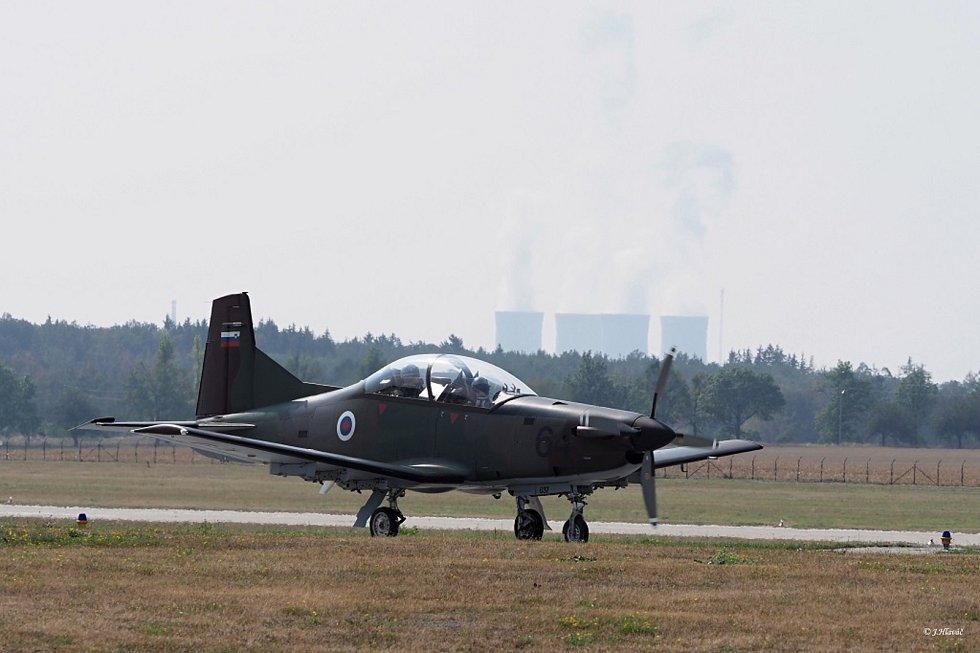 Fanoušci armádních vzdušných sil mohli v úterý pozorovat také  slovinský letoun PC-9.