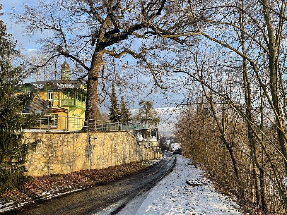 Sáňkařská dráha Gustava Frištenského končí nedaleko vstupu do Mladečských jeskyní, 22. ledna 2021