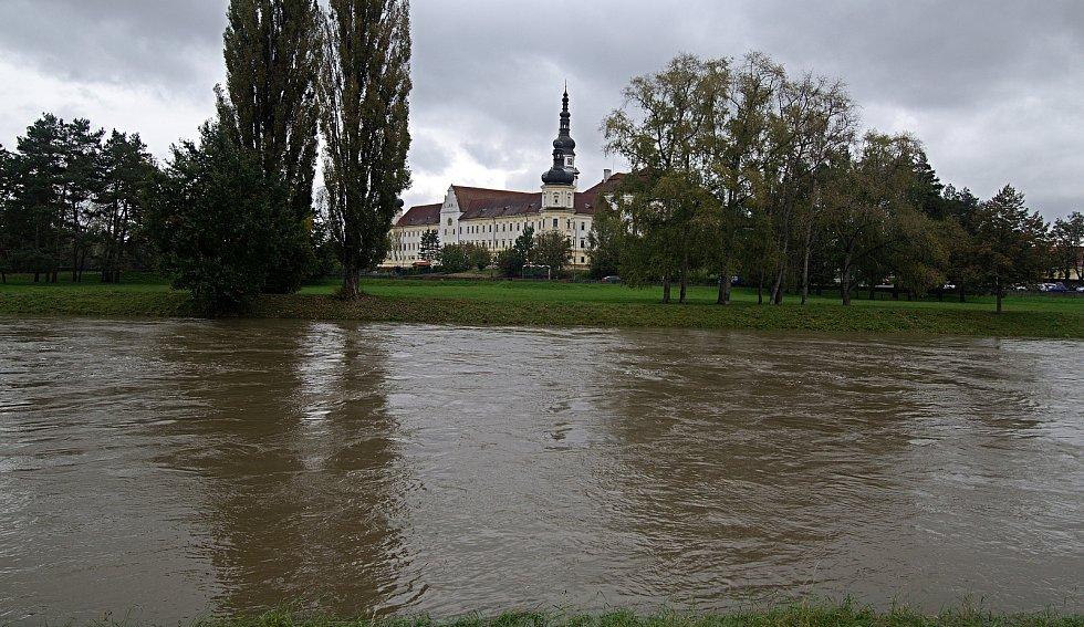 Klášterní Hradisko. Řeka Morava na 2. SPA v Olomouci. 16. října 2020