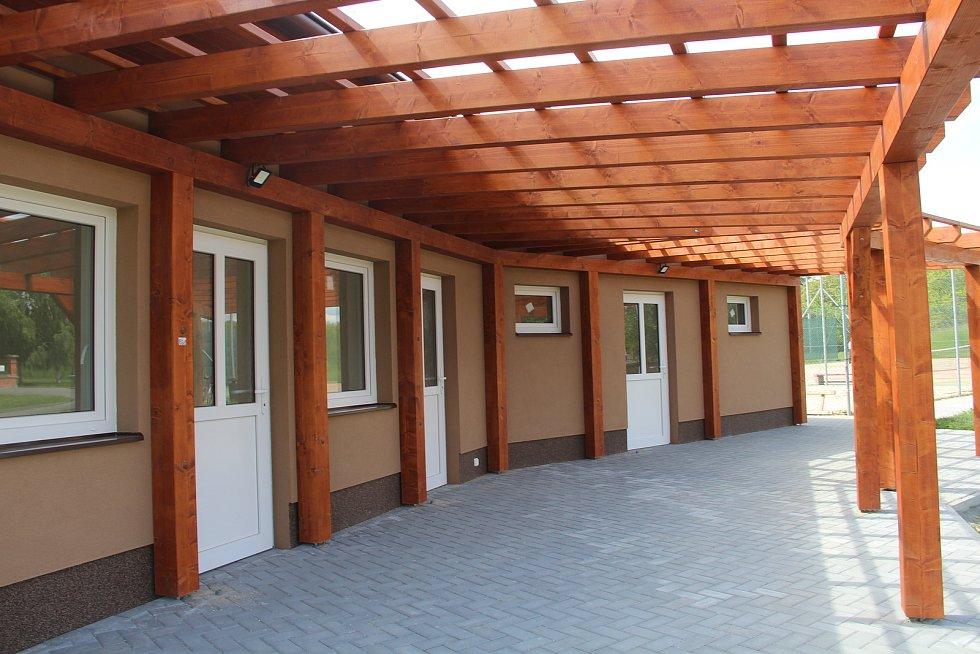 Nová budova se zázemím u sportovního areálu v Křelově. K dispozici tam bude kuchyňka, šatny, sprchy a sociální zařízení.