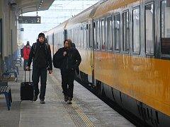 Na zamrzlý koridor Praha - Olomouc - Ostrava se postupně vrací normální provoz