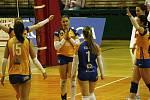 Olomoucké volejbalistky (v oranžovém) porazily Olymp 3:1.