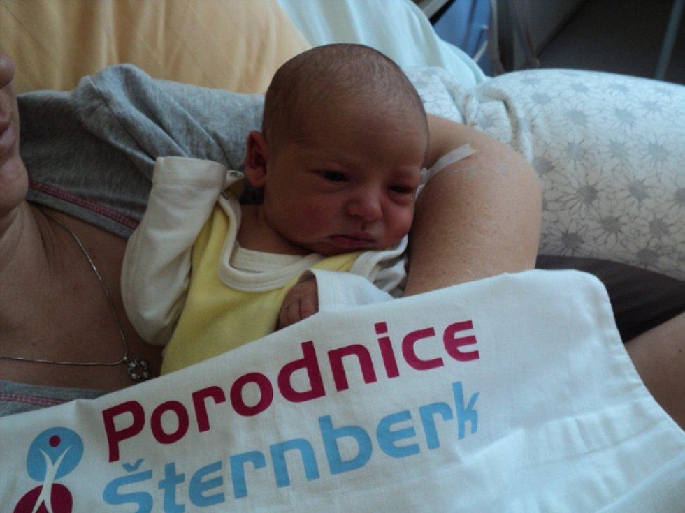 Jan Miler, Šternberk, narozen 4. února, míra 49 cm, váha 2940 g