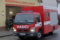 Dobrovolní hasiči z Chomoutova dostali od olomoucké radnice nové požární vozidlo