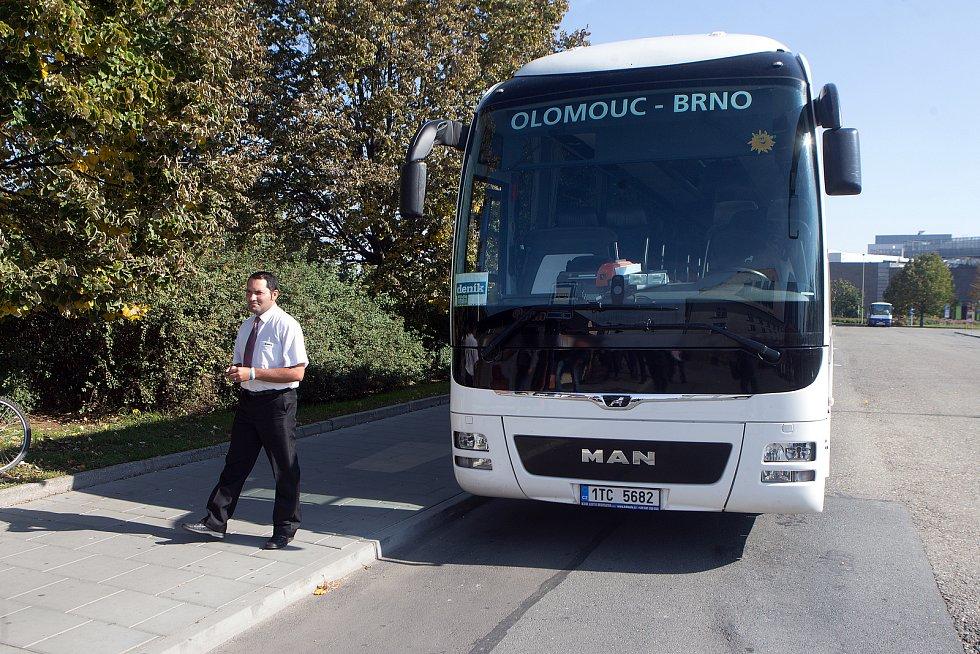 DENÍK BUS - lídry stran z Olomouckého kraje jsme vzali autobusem na debatu do Přerova