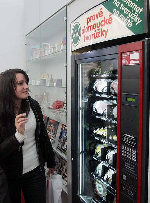 Automat na tvarůžky v olomouckém infocentru
