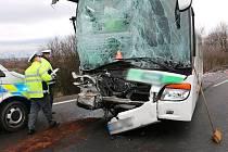 Tragická srážka dodávky a autobusu na D46 mezi Prostějovem a Olomoucí