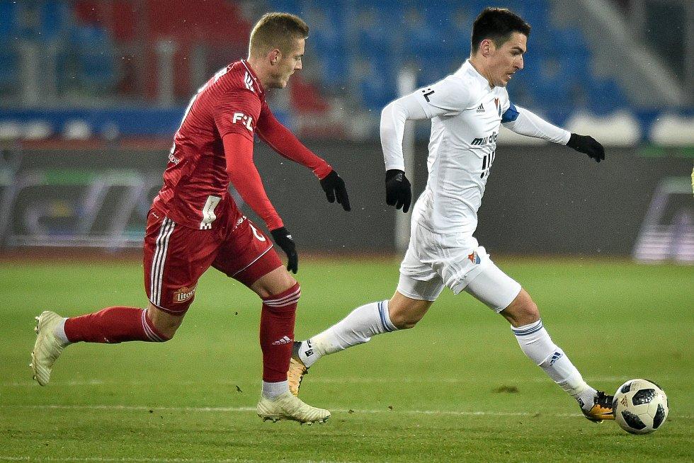 Utkání 19. kola první fotbalové ligy: Baník Ostrava - Sigma Olomouc, 14. prosince 2018 v Ostravě. Na snímku (zleva) David Houska a Robert Hrubý.