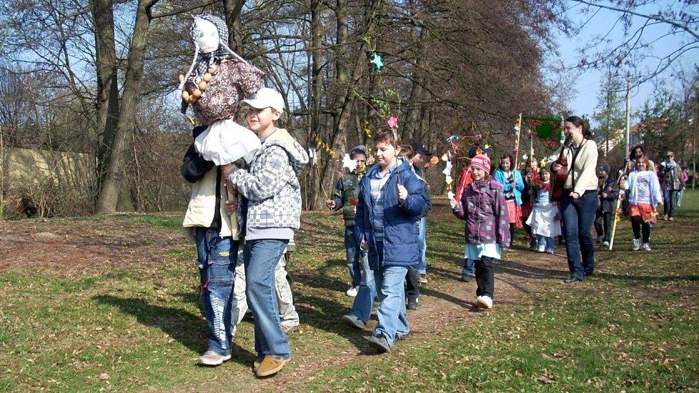 Vynášení Morany a vítání jara v Otaslavicích na Prostějovsku, duben 2012