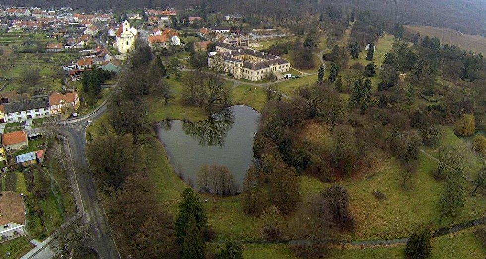 Zámecký park v Čechách pod Kosířem