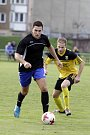 Fotbalisté Nových Sadů (ve žlutém) porazili Kozlovice 3:1Ondřej Kyselák (u míče)