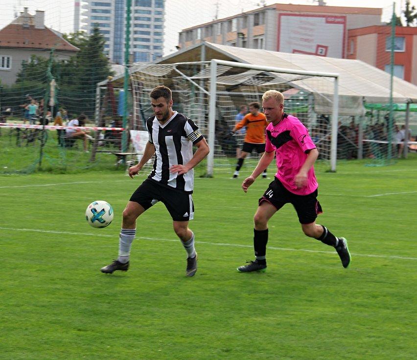 Hodolany (v černobílém) porazily Újezd 5:0. pavel Mráček Jan Rozsypal