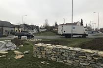 """Proměnou prochází parčík na Staroměstském náměstí v Litovli. Součástí úprav je výstavba kamenné zídky, která připomene původní hřbitovní zeď, jež zde stávala. Na místě vzniknou také dva """"kopce"""" osazené dřevinami."""