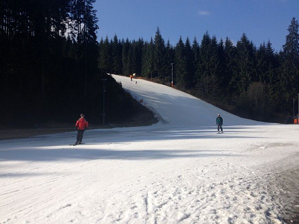 Ve středisku Bílá vBeskydech se lyžovalo ještě oVelikonocích – díky umělému sněhu
