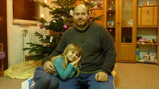 Čtyřletou Marii Žiškovou odvezl její otec (oba na snímku) neznámo kam, policie prosí o pomoc při pátrání veřejnost
