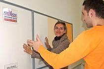 V sídle společnosti Okna Kolomazník můžete rukou vyzkoušet rozdíl mezi zateplenou a původní obvodovou zdí. Výsledek je přesvědčivý