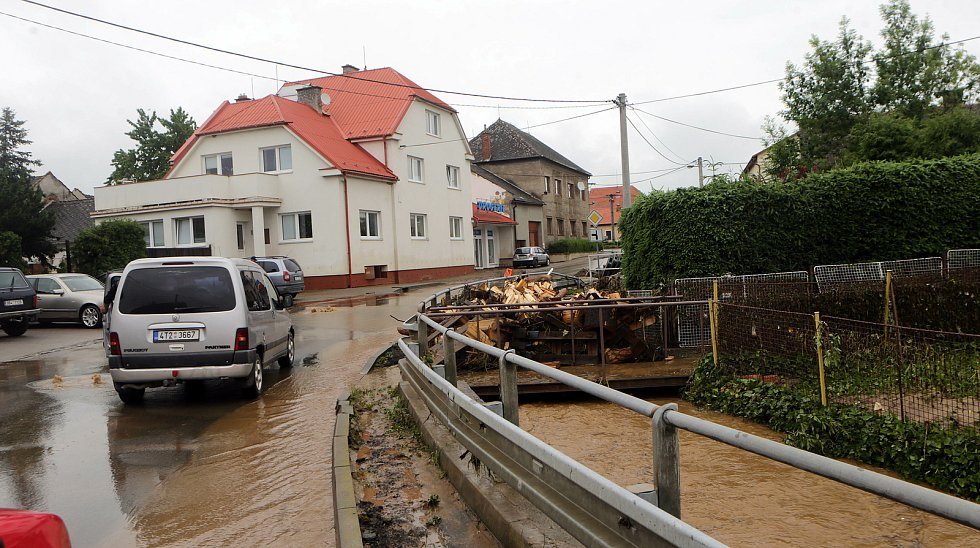 Šumvald, 8. června 2020 ráno. Následky bleskové povodně