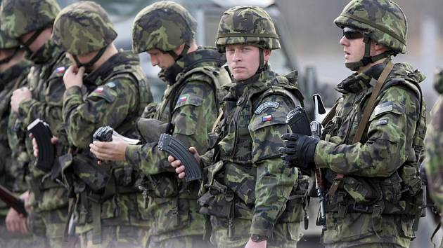 Vojáci z Lipníku cvičí spolu s Brity na Libavé.