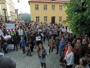 Protestní akce Proč? Proto! na olomouckém Žerotínovo náměstí