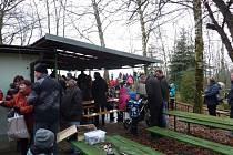 Po silvestrovské noci volí občané Hněvotína na Olomoucku už tradičně Novoroční odpolední procházku do přírody. Akce výšlap do Hněvotínských Skal se koná vždy 1. ledna, letos už devátým rokem.