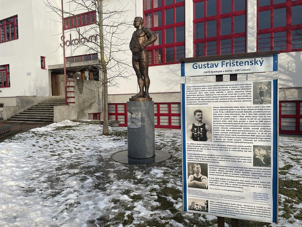 Na snímku bronzová socha Gustava Frištenského v Litovli, umístěna je před místní sokolovnou, 22. ledna 2021