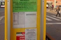 Jak a kam poslat žádost o SMS jízdenku v Olomouci. Na některých zastávkách byste to hledali marně. Foceno 13. dubna 2015
