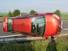 Po srážce na silnici mezi Litovlí a Olomoucí skončil šofér suzuki na souběžné dálnici D35