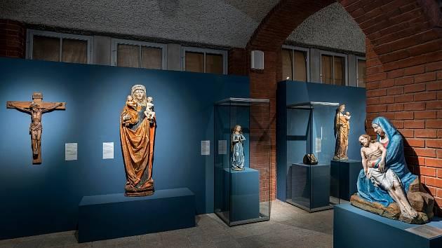 Výstava Uprostřed Koruny české (Muzeum Východních Čech vHradci Králové)  – II. tematický okruh.