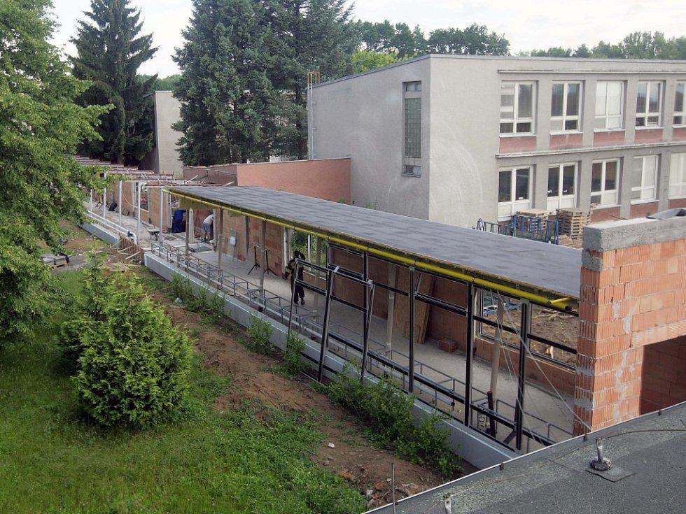 Přestavba školy v Horce.