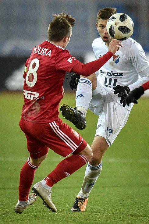 Utkání 19. kola první fotbalové ligy: Baník Ostrava - Sigma Olomouc, 14. prosince 2018 v Ostravě. Na snímku (zleva) David Houska a Filip Kaloč.