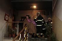 Hasiči museli zasahovat u požáru bytu na náměstí.